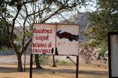 Остерегайтесь крокодилы, знак опасности — Стоковое фото