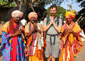 HAMPI, INDIA - APRIL 2013: Local men in traditional outfit — Stock Photo