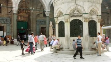 Tarihi camide abdest — Stok video