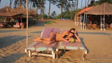 Kobiety na plaży — Wideo stockowe
