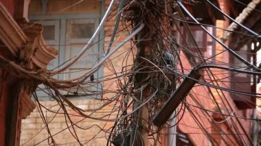 Messy electric cables — Stock Video