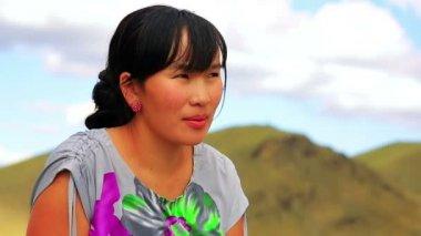 Mongolisk kvinna — Stockvideo
