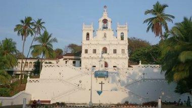 Vieja iglesia colonial — Vídeo de stock