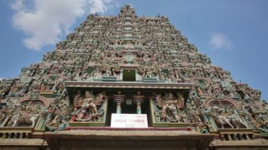 Ornate facade of Hindu temple — Stock Video