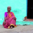 Old woman in sari — Stock Video