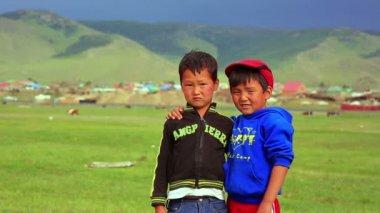 Mongol kids posing — Stockvideo