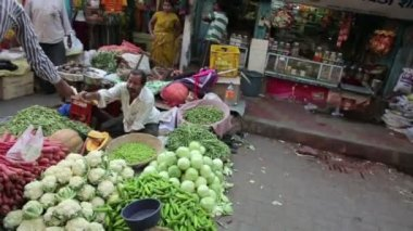 Busy street market scene — Stock Video