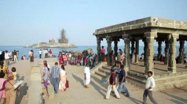 Pilgrims gathered at Hindu temple — Stock Video