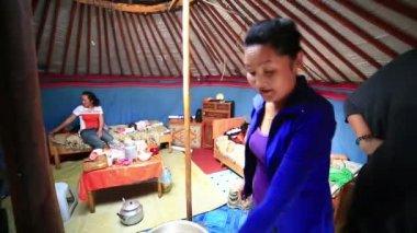Mongolian people drying Meet inside ger camp — Stok video