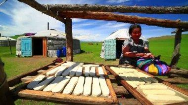 Mongolian woman preparing food — Stock Video