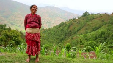Nepali vilager at her vilage — Stock Video
