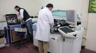 Preparación de equipo de laboratorio — Vídeo de Stock