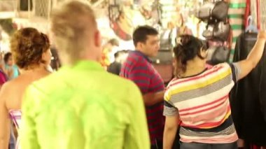 Tourists in traditional street market — Stock Video