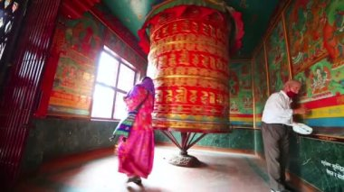 Nepalese people worship — Stock Video