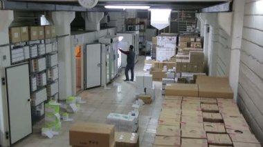 Preparing laboratory equipment — Stock Video