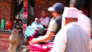 Vida cotidiana na rua de bhaktapur — Vídeo stock