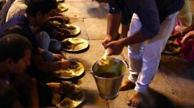 People eating free food at street — Stock Video