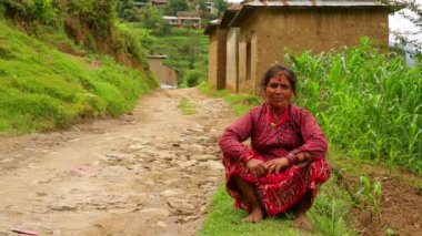 Nepali vilager at her vilage — Vídeo de stock