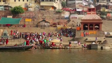 Everyday scene by Ganges River — Video Stock
