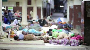 People sleeping on railway station — Stockvideo