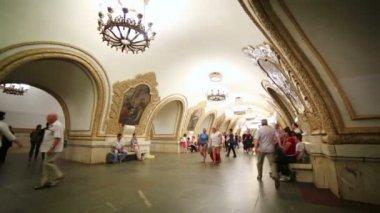 Повседневной жизни Московского метро пассажиров — Стоковое видео