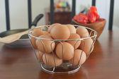 Sepet içinde taze yumurta — Stok fotoğraf