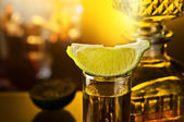 Gold tequila and lime — Stock Photo