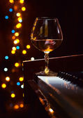 Brandy on a piano — Stock Photo
