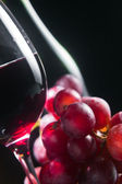 Grape and glass with red wine — Stock Photo