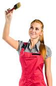 用画笔的红色工作服的年轻女人 — 图库照片