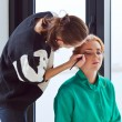 Stylist does a make-up — Foto de Stock