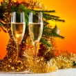 Glasses with champagne and Christmas ornaments — Stockfoto