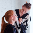 Stylist does a make-up — Zdjęcie stockowe