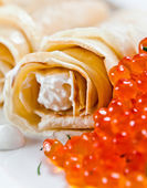 Red caviar with pancakes — Stock Photo
