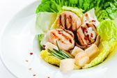 Caesarsallad med grillad kyckling — Stockfoto