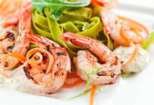 Noodles with grilled shrimps — Foto Stock