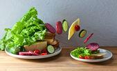 сэндвич с сыром и салями — Стоковое фото