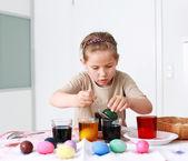 Pintando huevos de pascua — Foto de Stock