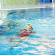 Child swimming backstroke - Foto Stock
