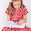 Schoolgirl reading book — Stockfoto
