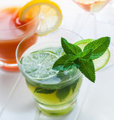 Refreshing summer mint cocktail — 图库照片