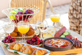 Summer breakfast in garden — Foto Stock