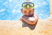 Happy girl with goggles in swimming pool — Foto de Stock