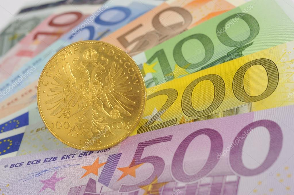 Gold coin and euro banknotes — Stock Photo #13400667