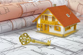 Resdential house and golden key over building plan — Foto Stock