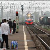 Commuter train arrives — Stock Photo