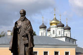 Moskauer gebiet. saint-joseph-denkmal volotskiy vor dem eintritt ins kloster — Stockfoto