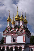 Moscow region. Orthodox church as entrance to the monastery — Stockfoto