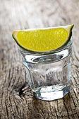 Verre d'alcool clair — Photo