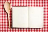 открыть старая книга рецептов — Стоковое фото